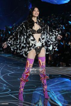 Ming xi Victoria's Secret Fashion Show 2015 (Exotic Butterflies)