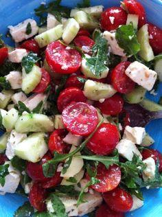 Insalata estiva : cetrioli, pomodori, rucola, feta un giro di olio extra vergine d'oliva..