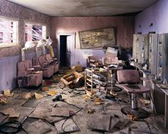 """""""After the Apocalypse"""" Photography Series by Lori Nix. Photographer Lori Nix hand-crafted dioramas are fictional scenes of a post-apocalyptic world in Abandoned Buildings, Abandoned Places, Apocalypse Photography, Post Apocalyptic City, Arte Zombie, Photography Series, Photography Ideas, Miniature Photography, City Photography"""