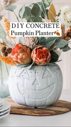 Outdoor Halloween, Fall Halloween, Halloween Crafts, Holiday Crafts, Diy Autumn Crafts, Halloween Vase, Halloween Candy Bowl, Rustic Halloween, Halloween Village