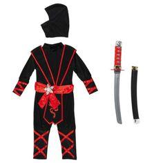 Pour devenir un Ninja et en avoir tous les pouvoirs, l'enfant revêt ce déguisement. Il imagine alors des combats de sabre ou de shuriken, cette étoile en fer accrochée à sa ceinture. L'enfant entre complètement dans la peau d'un guerrier japonais. Il laisse aller son imagination pour inventer sa nouvelle vie.