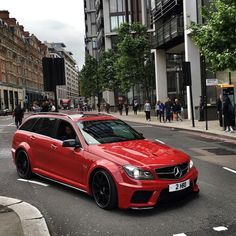 endiablée Best One Mercedes Benz C63 Amg, C 63 Amg, Wagon Cars, Sports Wagon, Mercedez Benz, Shooting Brake, Best Luxury Cars, Car Engine, Modified Cars