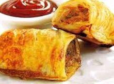 Vulsel: maalvleis sout spekvleis, swoerdloos, gesnipper knypie neutmuskaat tafelsmaakmiddel na smaak 2 snye witbrood (gekrummel) asyn koljander knypie kaneel Deeg: 4 … South African Dishes, South African Recipes, Kos, Ma Baker, Good Food, Yummy Food, Sausage Rolls, Savory Snacks, Light Recipes