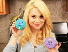 Beemo and Lumpy Cupcakes! Adventure Time Birthday Party, Geek Birthday, Birthday Ideas, Cute Desserts, Awesome Desserts, Lumpy Space Princess, Princess Cupcakes, Food Hacks, Food Tips