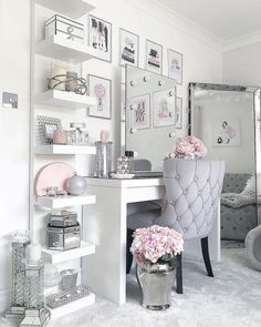 makeup room decor Home Decor Inspiration on Instag - roomdecor Dressing Room Decor, Dressing Room Design, Dressing Table Mirror, Girls Dressing Room, Dressing Table Decor, Dressing Rooms, Bedroom Decor For Teen Girls, Room Ideas Bedroom, Pink Teen Bedrooms