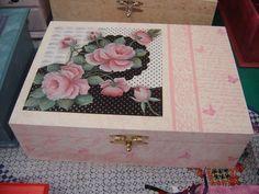 adorei pintar esta caixa by Jeanne Ammirante da Cunha…