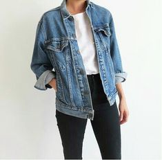 Take a look at 11 lovely spring outfits with a denim jacket in the photos below and get ideas for your own amazing outfits! love the denim jacket to top off the outfit Image source Desert Fashion, Look Fashion, Autumn Fashion, Fashion Images, Spring Fashion, Fashion Ideas, Fashion Trends, Mode Outfits, Casual Outfits
