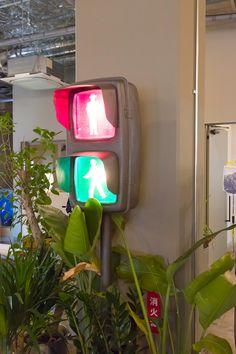 信号機がオフィスに!? 仕事場をナゴませる〈SIGNAL LAMP〉。 Japanese Culture, Corner, Lights, Street, Design, Home Decor, Sign, Decoration Home, Room Decor