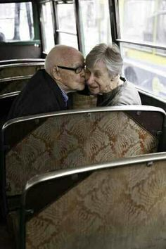 Advanced flirting landscape photography tips, amazing photography, grow old with me, old couples Vieux Couples, Old Couples, Couples In Love, Elderly Couples, Old Love, This Is Love, All You Need Is Love, Grow Old With Me, Growing Old Together
