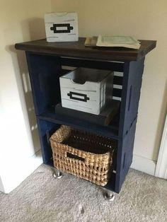 16 Ideas Pallet Furniture Bedroom Night Stands Crate Nightstand For 2019 16 Ideen Palettenmöbe Wooden Crates Nightstand, Diy Wooden Crate, Diy Nightstand, Crate Furniture, Wood Crates, Furniture Plans, Nightstands, Bedroom Furniture, Wood Crate Shelves