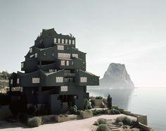 Xanadú Architects: Ricardo Bofill Location: La Manzanera Alicante Area: 31000.0 sqm Year: 1971 Photographs: Courtesy of Ricardo Bofill