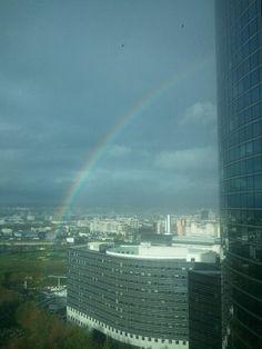 Rainbow at Paris LaDéfense. (www.PageMonde.com)