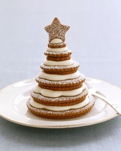 A gingerbread tree grows in your kitchen when you stack a series of ever smaller cookies to form a tannenbaum, and top it with a star-shaped cookie. Cream cheese frosting between pairs and confectioners' sugar dusted on top create a sweet snowfall. Best Christmas Desserts, Christmas Treats, Christmas Baking, Christmas Cookies, Christmas Gingerbread, Holiday Treats, Gingerbread Houses, Christmas Decor, Whimsical Christmas Trees