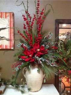 22 Charming Outdoor Christmas Tree Decorations You Must Try this Year - The Trending House Christmas Flower Arrangements, Christmas Flowers, Christmas Centerpieces, Xmas Decorations, Floral Arrangements, Centerpiece Ideas, Christmas Berries, Table Centerpieces, Christmas Planters