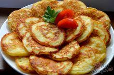 Tak a jsem tady opět, po dlouhé pauze opět přidávám pár receptů pro inspiraci. Tento recept vznikl úplnou náhodou, když jsem v chladničce našla odložený tvrdý sýr a musela jsem ho spotřebovat kvůli blížícímu se data spotřeby. Lívance jsou podle mě chutnější, když jsou studené, ale zase manželovi chutnají přímo z pánve. Autor: Lacusin Slovak Recipes, Czech Recipes, Vegan Recipes, Cooking Recipes, Crepes And Waffles, Food Porn, Good Food, Yummy Food, Quick Dinner Recipes