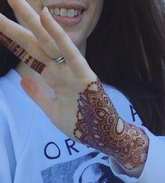 Finger Henna Designs, Full Hand Mehndi Designs, Mehndi Designs For Girls, Modern Mehndi Designs, Mehndi Design Photos, Wedding Mehndi Designs, Mehndi Designs For Fingers, Dulhan Mehndi Designs, Beautiful Henna Designs