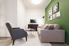 Obývací pokoj se zelenou stěnou