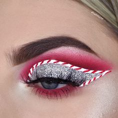 20 Christmas makeup looks inspired by the peppermint candy cane. Beautiful candy cane eyeliner, eye makeup and Christmas makeup looks to get you in the spirit. Eye Makeup Designs, Eye Makeup Art, Colorful Eye Makeup, Eye Makeup Remover, Eyeshadow Makeup, Bronze Eyeshadow, Neutral Eyeshadow, Green Eyeshadow, Blue Eye Makeup