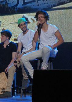 Zayn Malik (left), Harry Styles (right). 1d Tour, Best Duos, I Love One Direction, Harry Edward Styles, Zayn Malik, Liam Payne, To My Future Husband, Fashion Pictures, Bad Boys