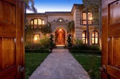 10-most-expensive-celebrity-homes-sold-in-2013-christina-aguilera's-beverly-hills-home