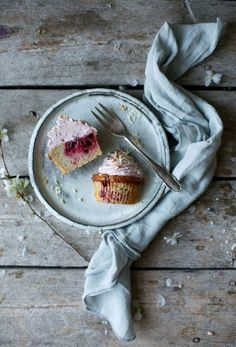 glutenfree banana-cherry-muffins with cherry-frosting