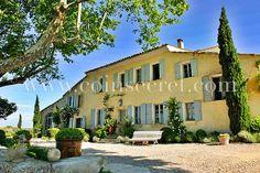 Location de vacances dans ce splendide mas provençal  avec piscine à Aubignan, près du Mont Ventoux dans le Vaucluse. Beautiful holiday letting with pool in Provence, France.