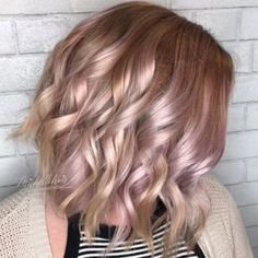 Hairstyles For Medium Hair Rose gold curls medium hair Curled Hairstyles For Medium Hair, Cute Simple Hairstyles, Easy Hairstyles, Stylish Hairstyles, Beautiful Hairstyles, Medium Hair Styles, Short Hair Styles, Hair Highlights, Rose Gold Highlights