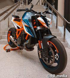 Ktm Super Duke, Motorcycle Workshop, Ktm Motorcycles, Motorbike Design, Futuristic Motorcycle, Ktm Duke, Bike Style, Cafe Racer, Super Bikes