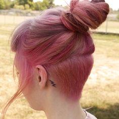 LushSupreme #undercut #pinkhair #girlswithshavedheads #buzzcut #sidecut  Thanks @missameliahart