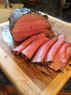 Cook a Tender Eye Round Roast This piece of beef is best cooked and eaten rare to medium rare. If overcooked it becomes tough and dry in my humble opinion. Roast Beef Recipes, Beef Meals, Beef Welington, Venison, Le Diner, Beef Dishes, Cooking Recipes, Oven Recipes, Cooking Rice