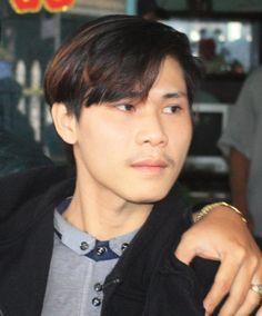 Nạn nhân bị sát hại là Nguyễn Văn Thông (1998, sinh viên ĐH Kinh tế Đà Nẵng, quê ở phường Đội Cấn, TP Vinh, tỉnh Nghệ An, đang ở nhờ tại nhà của cha mẹ Ngọc để đi học, gọi mẹ Ngọc là dì ruột).    Theo thông tin ban đầu từ cơ quan chức năng, vào khoảng 11h30 ngày 2/1, Thông đang ngồi xem máy tính...  http://cogiao.us/2017/01/12/khoi-to-nghi-can-chem-chet-em-ho/
