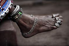 Love the combination of beaded and silver anklets with multi toe rings.