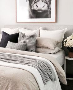 gray bedroom with pop of color I love this look for Bedroom Interior Design and Decor Inspo. Great color palette of whites, grays, and pops of color with black accents for contrast. Looks comfy and cozy but with great style and a clean look. Grey Bedroom With Pop Of Color, White Bedroom Set, White Room Decor, Bedroom Black, Beige Bedrooms, Monochrome Bedroom, Beige Bed Linen, Beige Pillows, Grey Bedding