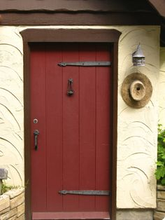 Red door color - when house is paid off Cottage Front Doors, Cottage Door, Cute Cottage, Portal, Off Grid House, California Architecture, Storybook Homes, Fairytale Cottage, Carmel By The Sea