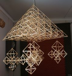 Wabi Sabi Art + Design from a Scandinavian perspective Natural elegance Scandinavian modern Harmonious style Creative spaces Clever DIY Tutorial Geometric Star, Geometric Designs, Straw Decorations, Scandinavia Design, Scandinavian Modern, Handmade Ornaments, Christmas Deco, Wire Art, Wabi Sabi