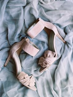 Blush chunky ankle strap bow stilettos: Photography : Lisa Ziesing for Abby Jiu Photography Read More on SMP: http://www.stylemepretty.com/2016/11/15/industrial-chic-modern-dc-wedding/