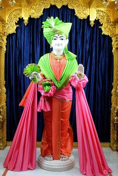SMVS Swaminarayan Mandir, Mehsana  Lord Swaminarayan Wallpapers Photos  #satsang #mandir #murti #god #bhagwan #swaminarayan #swaminarayanhdwallpaper #maharaj #sadguru #hdhbapji #hdhswamishri #bapa #hari #love #photooftheday #beautiful #happy #follow #photography #smile #photo #design #bestoftheday