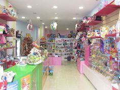 tiendas de peluches y globos - Buscar con Google Party Supply Store, Party Stores, Party Shop, Kids Store, Toy Store, Shop Interior Design, Store Design, Balloon Shop, Stationary Store