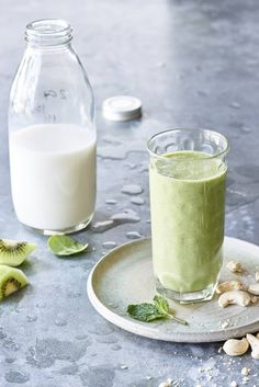 Minty Kiwi Kreme Green Smoothie - This vegan kiwi green smoothie and sweet, creamy, and delicious.