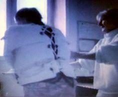 https://flic.kr/p/V3sFQ4   Woman in psychiatry in a  Straitjacket Restraint,Frau in einer Psychiatrie Zwangsjacke Fixiert,Krankenschwester,Nurse,Akutpsychiatrie,Patientenfixierung   Bild aus einem Film im Psychiatriemuseum