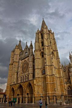 Catedral de Leon, Spain. Restauración por Juan de Madrazo y Kuntz