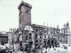 Burned down Prague Old Town Hall in May 1945 Old Pictures, Old Photos, Prague Guide, Prague Old Town, Heart Of Europe, Old Photography, Prague Czech, Central Europe, Romanesque