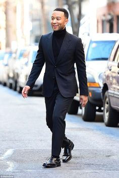 41 Attractive All Black Winter Outfit Ideas Turtleneck Suit, Black Turtleneck Outfit, Black Outfit Men, All Black Suit, Turtleneck Fashion, Turtle Neck Men, Men Formal, Winter Outfits, Men Casual