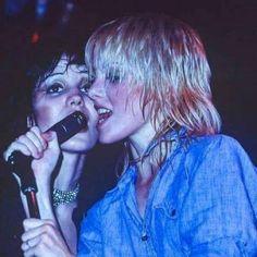 Joan Jett & Cherie Currie, The Runaways in Hollywood, by Brad Dawber Filles Punk Rock, Freddie Mercury, Pretty People, Beautiful People, Cherie Currie, Grunge, Women Of Rock, Riot Grrrl, Joan Jett
