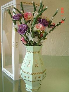 Flower Vase by Sandra Lamb, using a card making template from Card Carousel. 3d Paper Crafts, Plastic Canvas Crafts, 3d Cards, Pop Up Cards, Card Making Templates, Paper Vase, Flower Vases, Flowers, Pretty Cards
