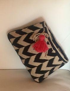 Crochet Cactus, Cute Crochet, Knit Crochet, Crochet Clutch, Crochet Purses, Mochila Crochet, Tapestry Crochet Patterns, Crochet Shoulder Bags, Yarn Bag