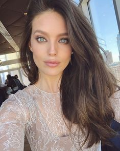 Perfect Valentine's Day makeup today on set by the master Emily Didonato Emily Didonato, Hair Colors For Blue Eyes, Dark Hair Blue Eyes, Brunette Blue Eyes, Belleza Diy, Day Makeup, Gorgeous Eyes, Beautiful Women, New Hair