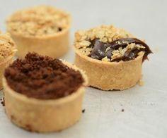 As Mini Tortinhas de Chocolate são deliciosas e fáceis de fazer. Faça para vender em embalagens, em centos para festas ou como sobremesa para os amigos e f