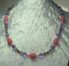 K 555 - Rosa und Lila - Hübsche Kombi - Perlenkette by perlenfee, böhmische Glasperlen,  Glas-Crash-Perlen,  kleine rosa Perlchen sowie als Auflockerung goldfarbene Metallperlen ...