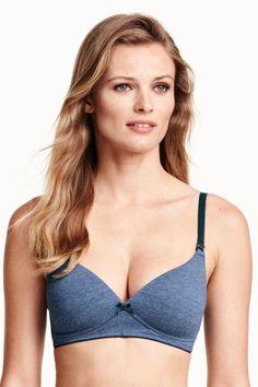 MAMA Cotton nursing bra: CONSCIOUS. Soft nursing bra in organic cotton with lightly padded opening cups.